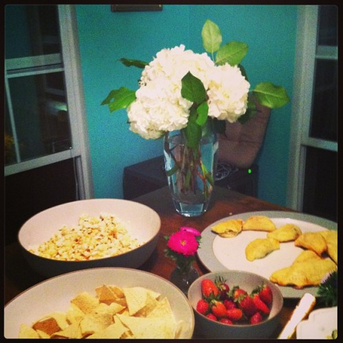 Snacks, flowers and things. (at Home, sweet home)