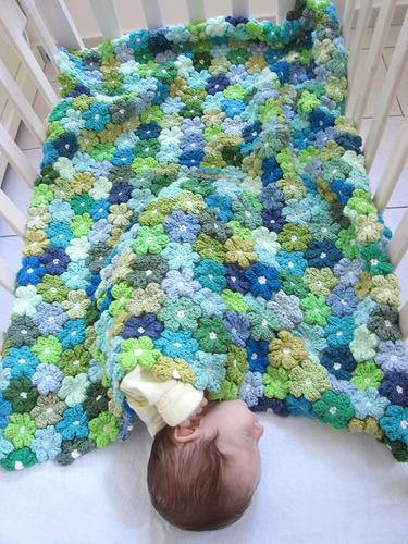 somuchyarnsolittletime:  (via Good crochet project…easy to do, easy to take along with … | cr…)  this is quite interesting, looks like a real meadow's floor.