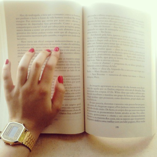 "the-rose-california-hotel:  Just reading an amazing book, ""Nunca me esqueças"" by Lesley Pearse. #me #girl #hand #reading #book #letters #casio #pink #nails #loveit #moments #read #story #instalovely #instaculture #instalove #followme #follow"