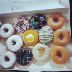 thank you so much @ladydee_diana :* #donuts #krispy #kreme #a #dozen #doze #twelve #pieces #white #sugar #glaze #fruit #oreo #strawberry #hazelnut #icing #pastry #ig #instafood #foodstagram #foodgasm #foodporn