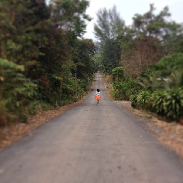 Pleasant road to the beach, breathing nature :) #krabi #thailand #kolanta #countryroad #beachroute #gobeaching #breeze #summertime #fluo #fluoskirt #skirt  (at Klong Dao Road)