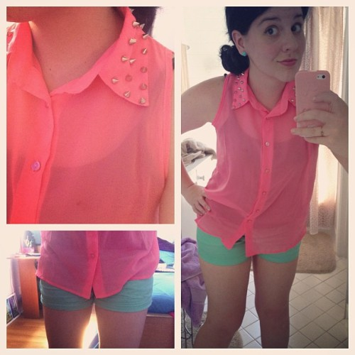 Spring colors! 💐 #ootd #wiwt #wywt #jcrew #shorts #mint #pink #neon #spring #fashion #whatimwearing #easter #spikes #sunday
