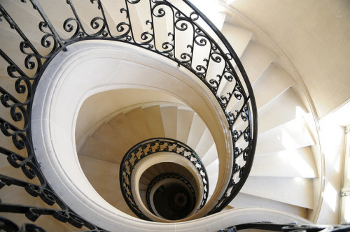 slanting:  spiral staircase (by major whipple)