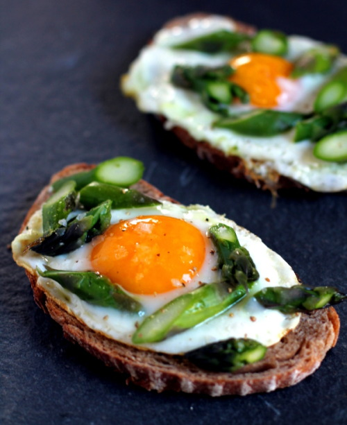emigetsfit:  egg and asparagus toasts
