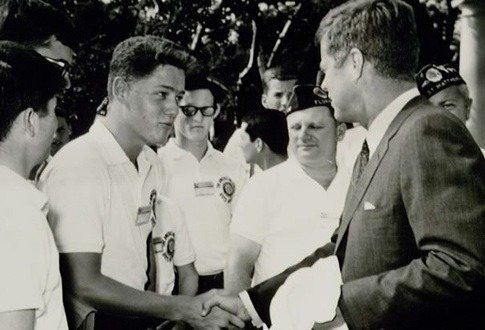 historicporn:  A teenage Bill Clinton meeting John F. Kennedy