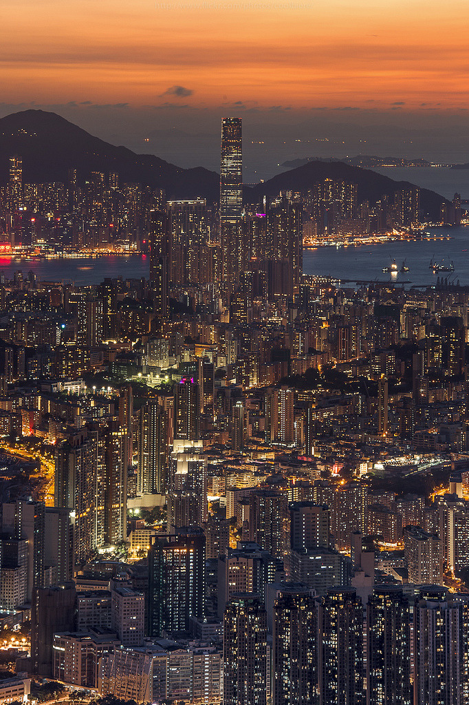 breathtakingdestinations:  Queen of the night - Hongkong (von CoolbieRe)