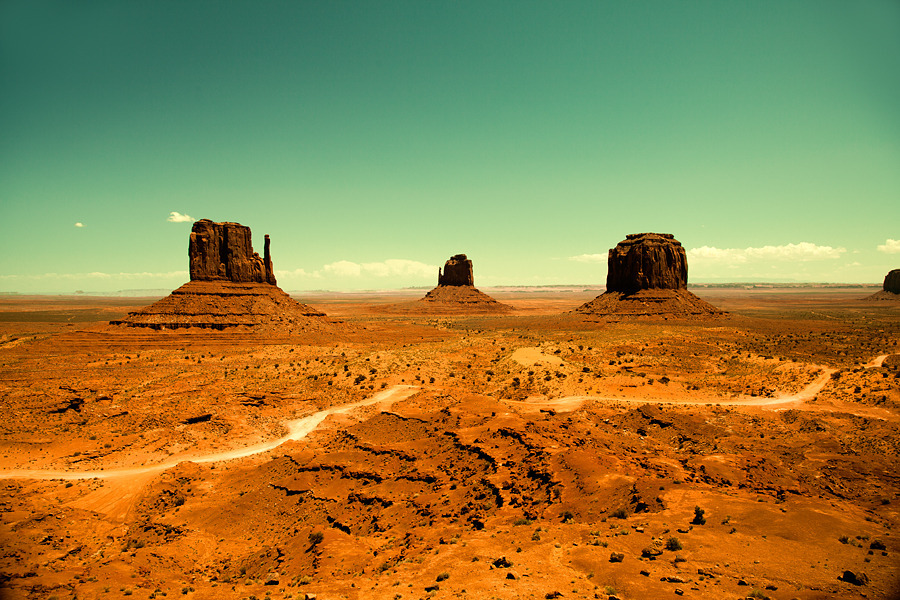 monolithzine:  Monument Valley by Tim Navis