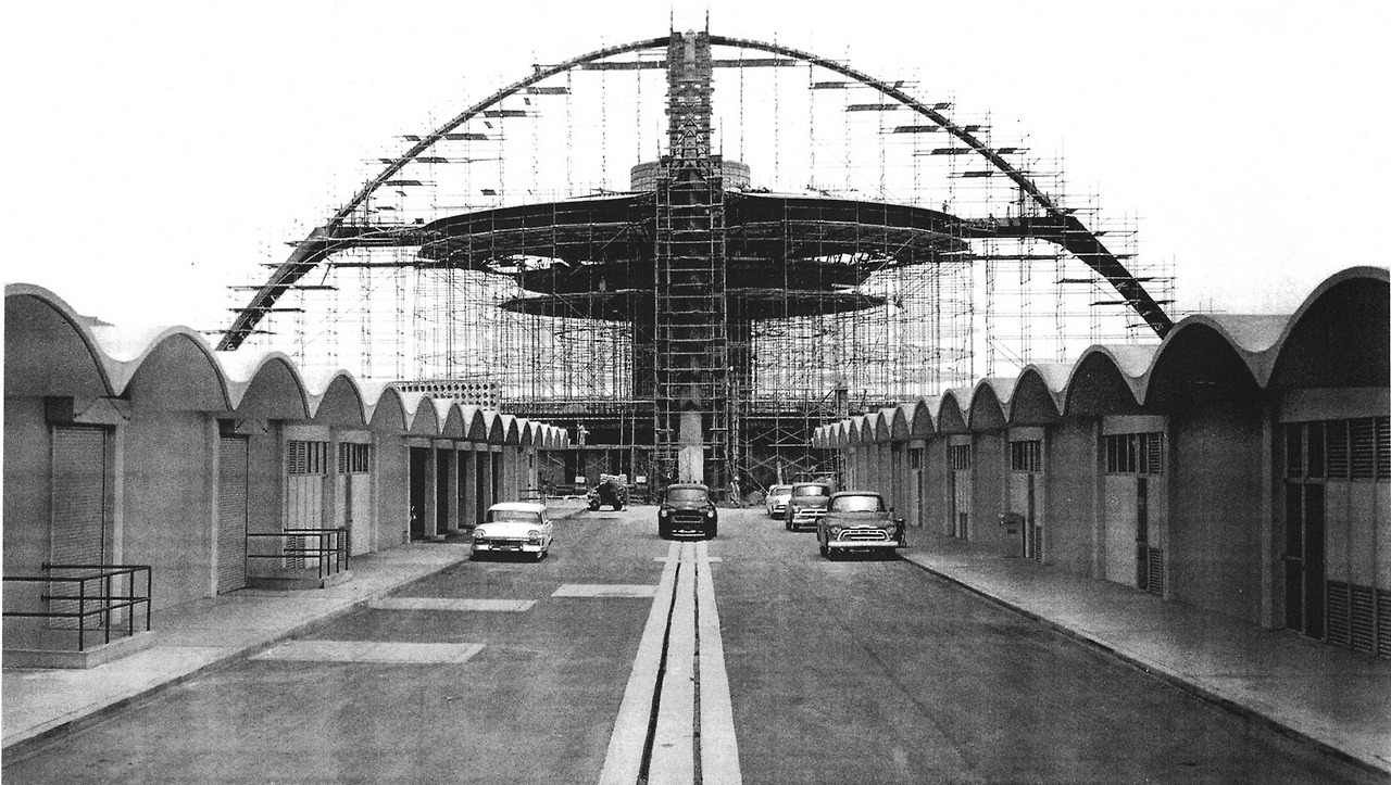 The Theme  Building under construction at LAX in 1961, Los Angeles