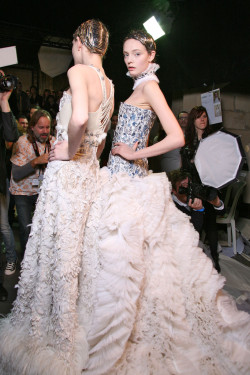 girlannachronism:  Alexander McQueen fall 2011 rtw backstage