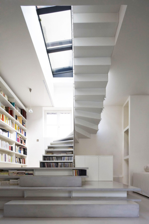cjwho:  Stair Filled with Books
