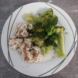 shestrength:  Dinner is served. #Yum I feel like #broccoli!! #EatingClean #Healthy #Food #Basil #Chicken #Almondbutter #Dier #Nutrition #Lifeystyle #Hungry #PWOmeal