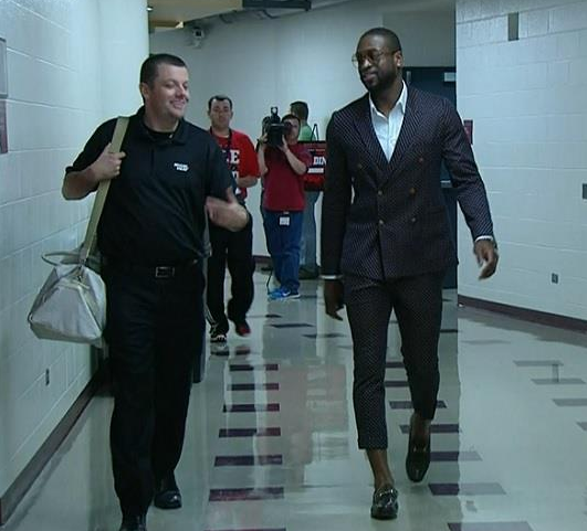 Why Dwyane?? (via Dwyane Wade Wears Skinny Capris To Game 4)