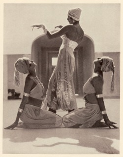 madivinecomedie:Group from Hymn to the sun. A dance composed by Margaret Morris (centre) to music by Rimski-KorsakovSee also(via TumbleOn)