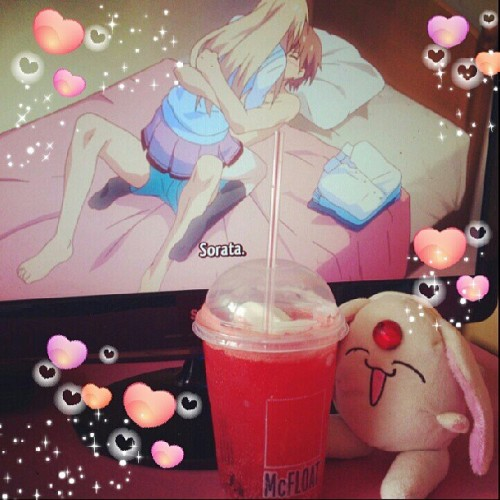 Mokona looks so happy& enjoying macfloat in dz hot summer/ Hot rainy days(lul) x3 and nuuuu!! it's not what you think it is!!!!  O_O. -Sakurasou no pet na kanojo