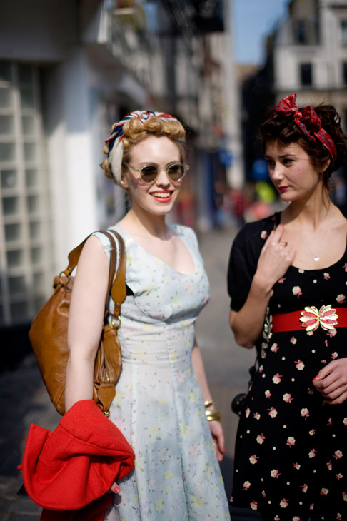 Vintage Fashionable Friends