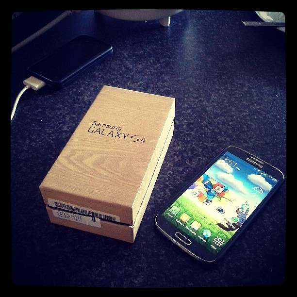 Gots me a new toy #samsung #galaxy #s4 #teamandroid