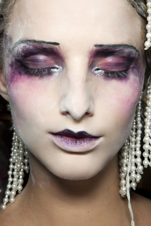fashioninquality:  Beauty backstage at John Galliano Spring Summer 2010 | PFW