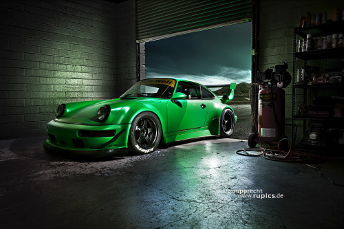 itcars:  RWB Signal Green 964 Image by Philipp Rupprecht
