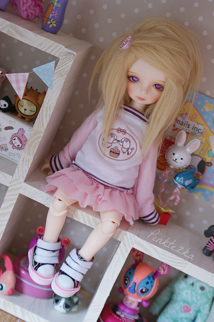 arodeandolls:  Toy being cute by Pinktezka on Flickr.
