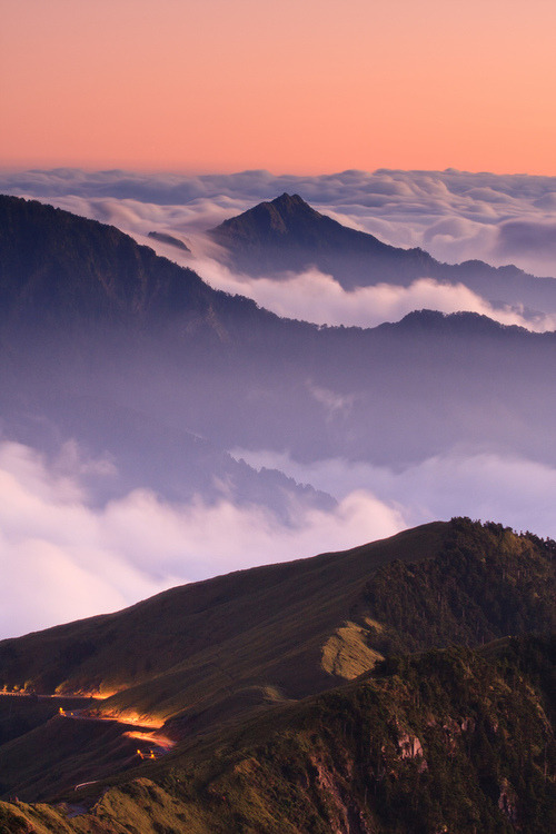 wonderous-world:  Hehuan Mountains by sam yaoo