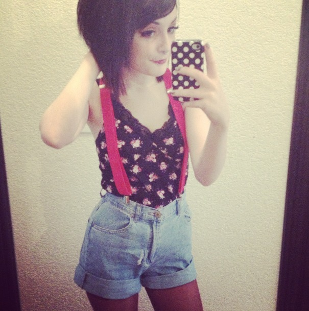 wolfxprincess:  High waisted shorts and suspenders for the pretty weather