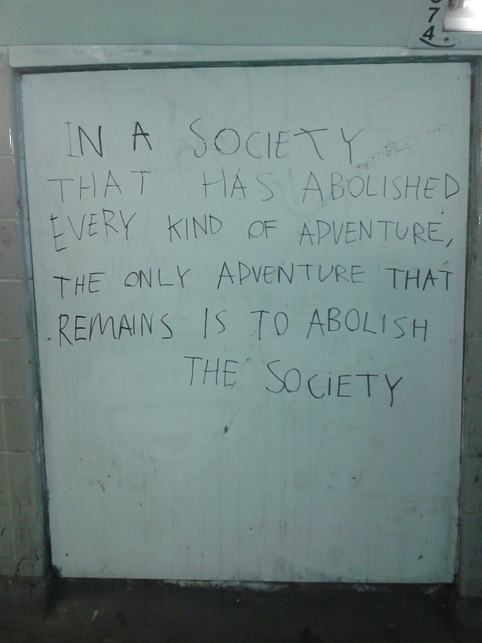 shutslame:  umoron:  graffiti in norwich subway  BRUH