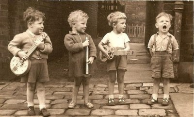 naliac:  rosettes:  Mumford and Sons, the early years.   Aw so cute