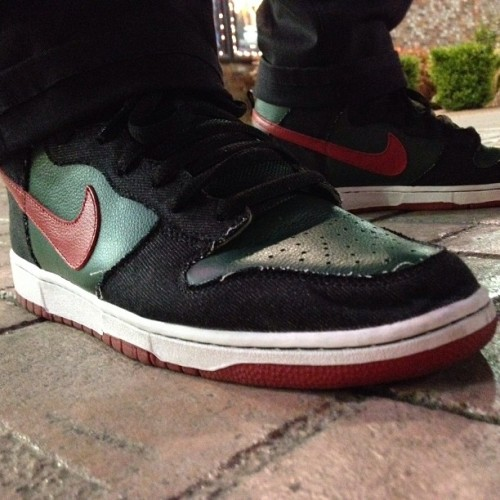 "Nike Dunk Hi SB ""Gucci"" RESN to catch GI Joe last night. #Nike #NSW #21Mercer #Wdiwt #Wdywt #Smyfh #newpickup #Kicksoftheday #kicksOlOgy #shoeporn #sneakerporn #quickstrike #igsneakercommunity #igsneakers #sneakerholic #jordandepot #nicekicks #solecollector #kickstagram #trustedkicks #sneakers #sole #sneakerhead #jordandepot #teamnike #nikesb #fashion #luxury #gucci @nsborg  (at Las Vegas)"