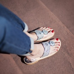 Have you entered to #win these awesome @jackrogersusa #glitter sandals on www.lifeonthesquares.com?#ilovemyjacks #giveaway #nofilter #photooftheday #sparkle