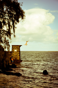 808problemz:  for-a-little-while:  Haha, I jumped from there!!!  Cocoanut island, Hilo.  Moku 'Ola
