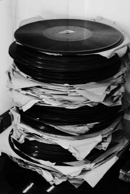fmako:  never stack vinyl this way