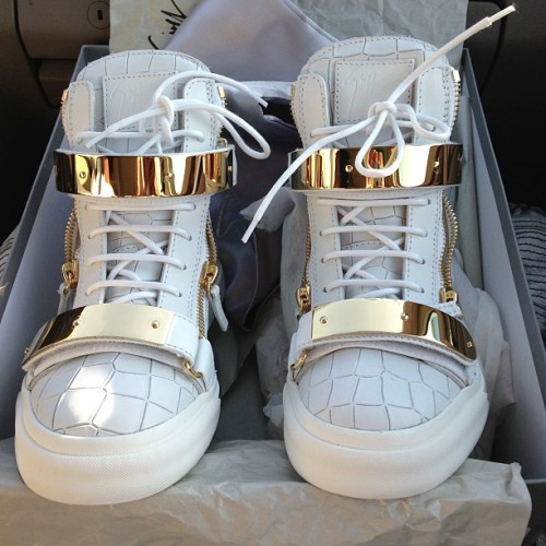 chanelempire:  la-vita-di-classe:  those are so sick omg  zanotti omfg
