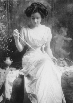 onlyoldphotography:  Frank Eugene: The Pearl Necklace, 1900s