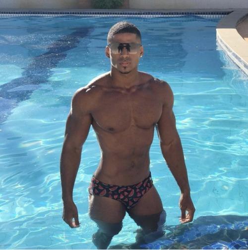 robert oliveira male body malemodel swimming pool speedo brazil brazilian brazilian guy brazilian gay brasil brasileiro gay brasil shirtless milnovecientosochentayuno black boys black guys black gay cute guys gay body