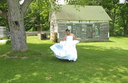 Mandy, a bridal crossdresser, couldn&#8217t have picked a better day to be outside as a breathtakingly beautiful bride!
