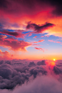 expression-venusia:  Red sunset above the Expression
