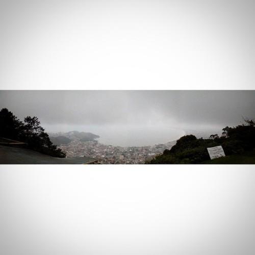 325 metros de altura! Isso é emoção, aventura!  Que vista abençoada! Deus é maravilhoso. #ThanksGod #GodIsWonderful #ILikeThis #It'sLife #Nature #Beach #Caraguá #ObrigadaDeus #BeatifulView #VistaMaravilhosa #Emoção #SubiOMorro #MasNãoBebiCachaça #Aventura #VouMorrerDeSaudade #325metros  (em Caraguatatuba - Morro de Santo Antonio (Voo Livre))