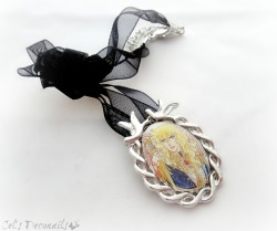 Rose of Versailles pendant