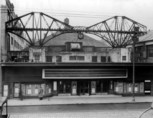 Glasgow why don't your cinemas have reconstructions of the Forth Rail Bridge with moving train models anymore, what happened?