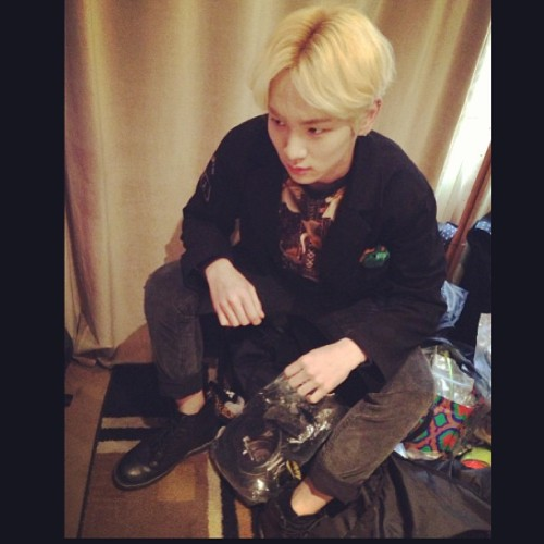 [Photo] Key's Instagram Update 130322 -  i wanted to wear corduroy pants before i got cold !!!!! Credit: Bumkeyk