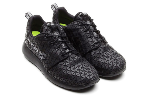 highsnobiety:  Nike Roshe Run Metric Black