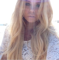 f-loralea:  re-veal:  inzea:  alli simpson x please don't change the source, if this gets any notes :')  ♡♡♡♡♡  More rosy here ✿