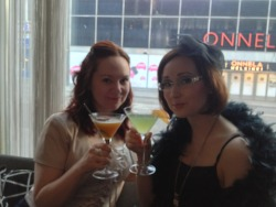 Pretty girl and good drinks, what more could I want?! ^^