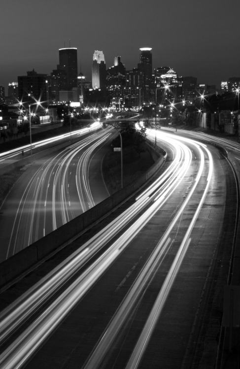 tumblropenarts:  Minneapolis black and white paulschroederphoto