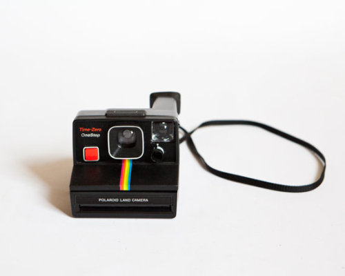 (via Vintage 1970s Polaroid One Step Land Camera by lastprizevintage)