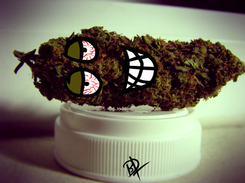 sixwires:  drawin faces on dem nugs \m/ idk i was bored….. i took the picture and drew the face