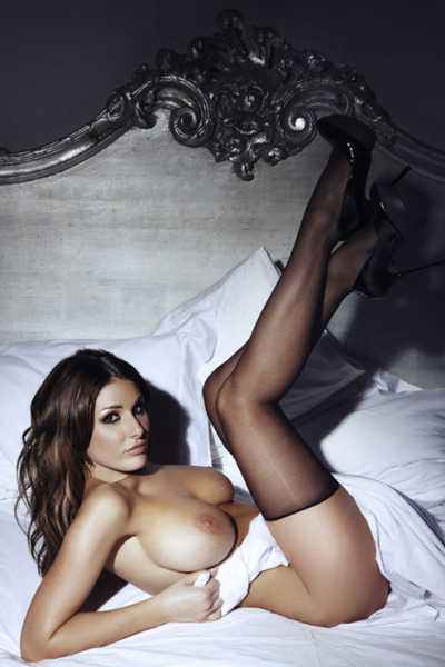 thedailywanker:  British ladmag queen Lucy Pinder in a pose that begs to jerked off to.