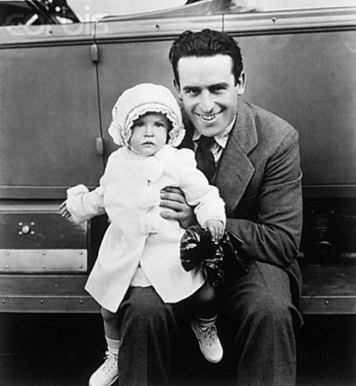fyeah-haroldlloyd:  Harold Lloyd with his daughter Gloria - October 28th, 1925