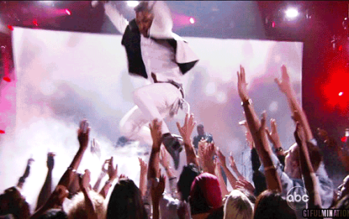 Miguel Performed the Best Legdrop in Billboard Awards History [click to animate] Man he sure is smooth with the ladies..