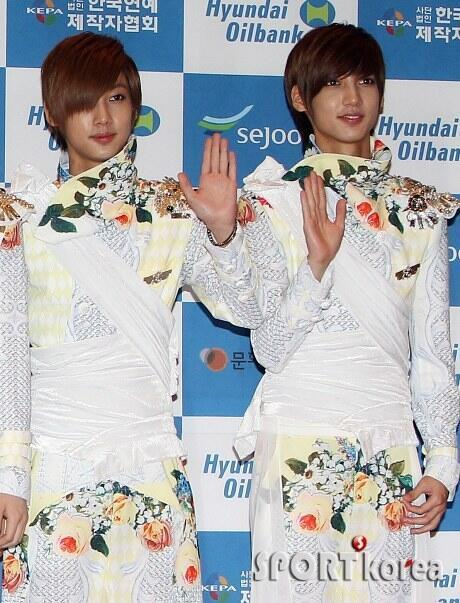 hyunseongkiss:  [NEWS PIC][130511] JO TWINS @Dream Concert Red Carpet  Cr: SPORT Korea